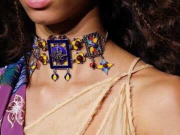 d10e1 CHOKER NECKLACE TREND 360x270 - Big And Bold Embellished Chokers Are A Hot Spring Trend