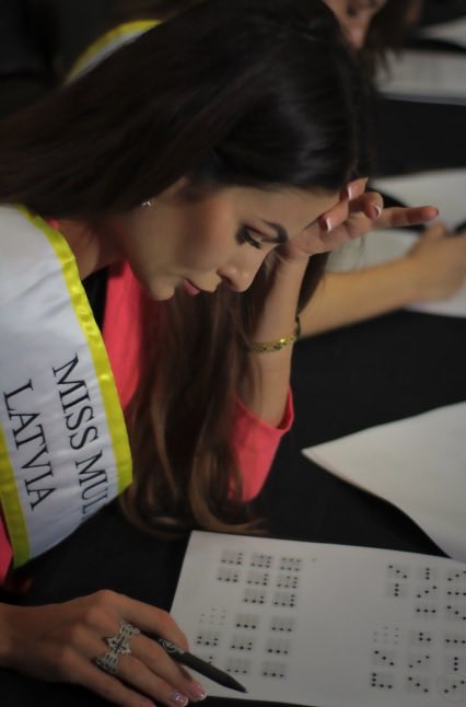Miss Multiverse Latvia 2018 IQ test - Shelby Howell Miss Multiverse America 2019